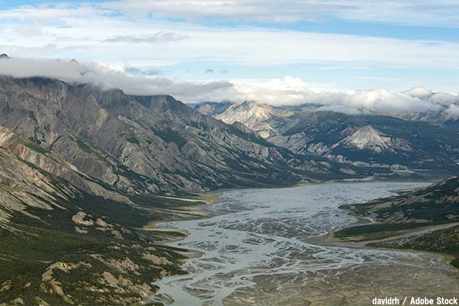 巨大な川が4日が消えた?カナダのスリムズ川を消滅させた河川争奪とは
