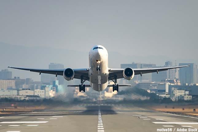 温暖化で飛行機が飛べなくなる?観光業と温暖化の密接な関係とは