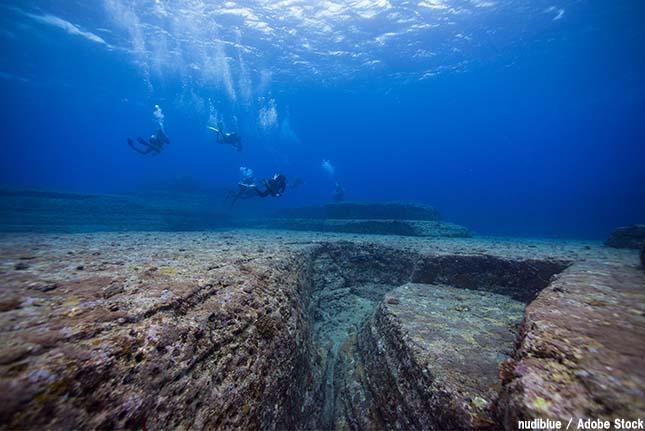 与那国島の海底にある遺跡に見える形