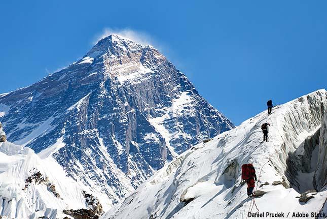 エベレストで次々と遺体が発見される?原因は温暖化による氷河融解か