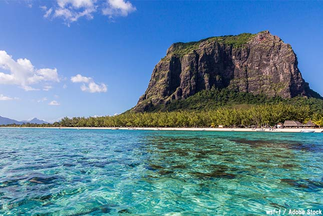 【絶景】海の中で滝が流れ落ちる?モーリシャス島の「海の滝」とは