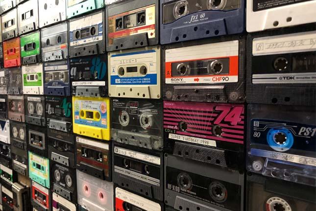 カセットテープが意外な形で蘇る!リサイクル・リユース品のアート