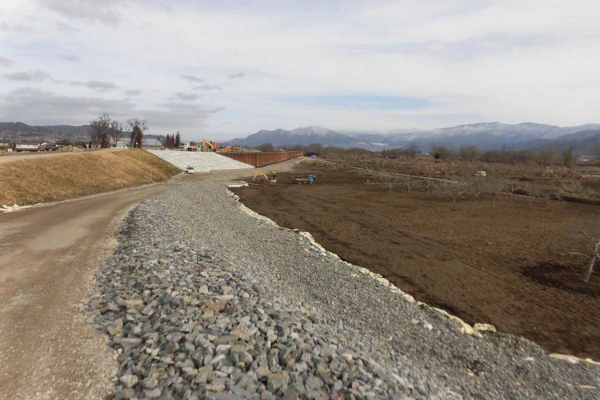 千曲川はなぜ決壊したのか(上) 弱かった堤防と河床掘削怠ったツケ