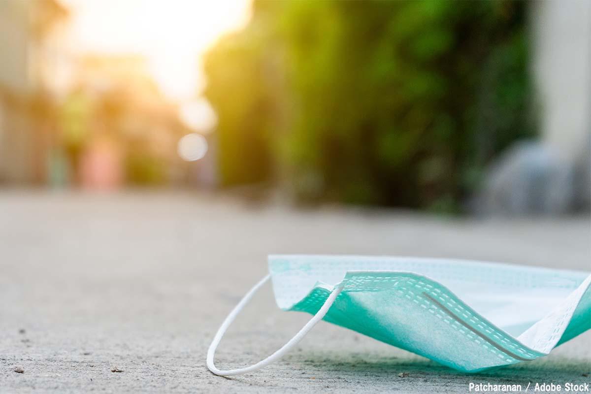 マスクのポイ捨てが新型コロナ感染拡大に?正しい処分や代替品は