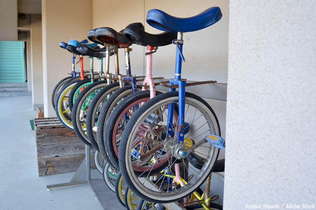 一輪車の練習方法は?乗り方のコツをご紹介【意外なリユース品】