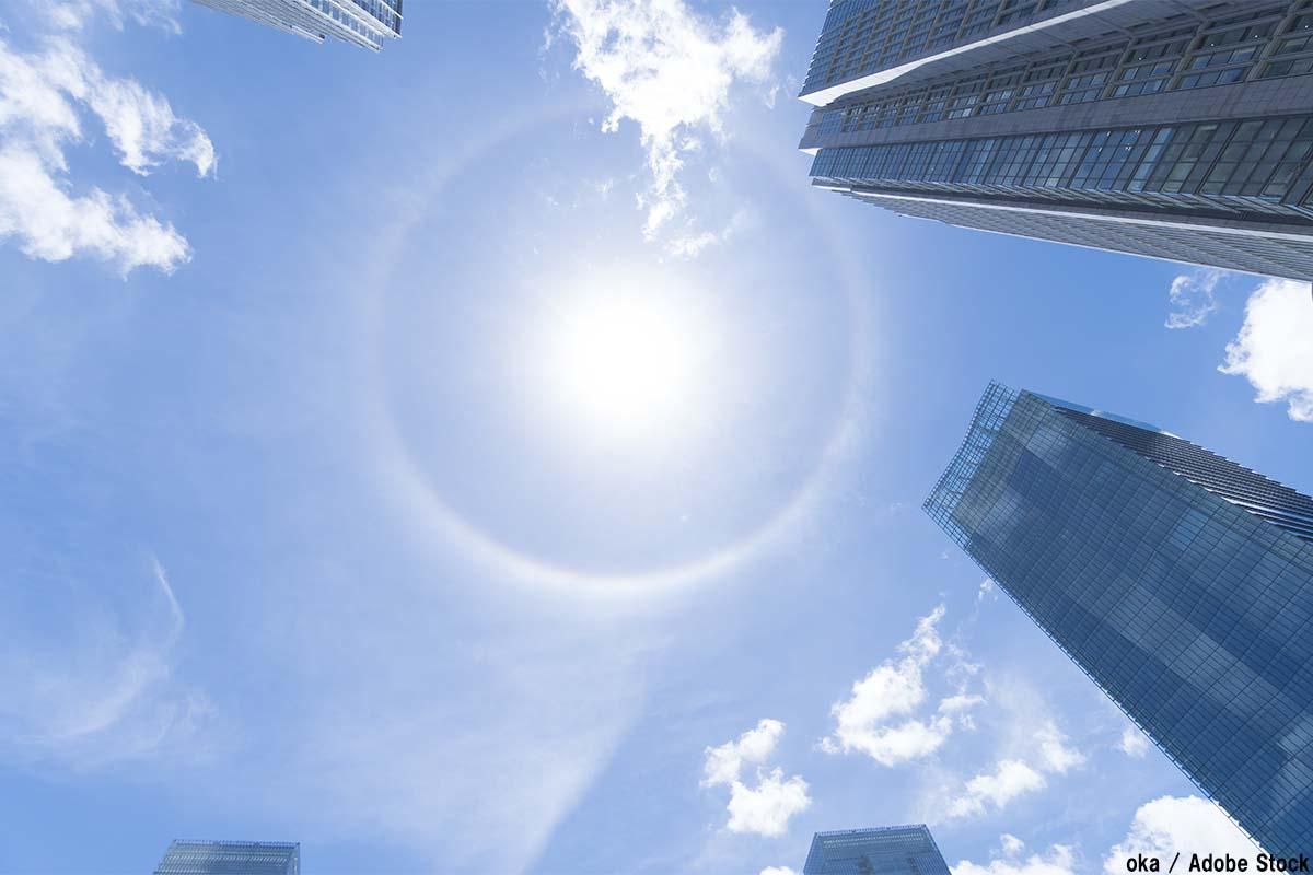 日暈・ハロ現象とは?太陽の周りに光の輪が発生する原因をご紹介