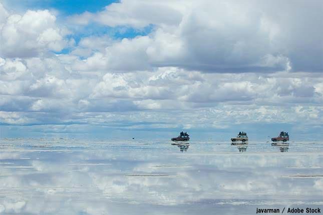 ウユニ湖の絶景が見られなくなるかも!原因はゴミ問題と日本人?